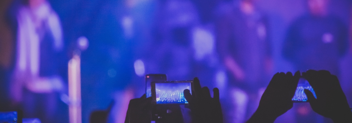 audience-blur-cellphones-1659038